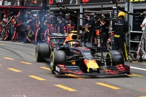Pierre Gasly, Red Bull Racing RB15, repart des stands