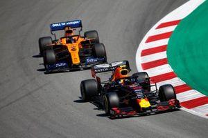 Pierre Gasly, Red Bull Racing RB15, leads Carlos Sainz Jr., McLaren MCL34