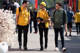 Daniel Ricciardo, Renault dans le paddock