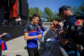 Alexander Albon, Toro Rosso signs an autograph for a fan
