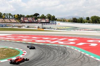 Кевин Магнуссен, Haas F1 Team VF-19, и Себастьян Феттель, Ferrari SF90