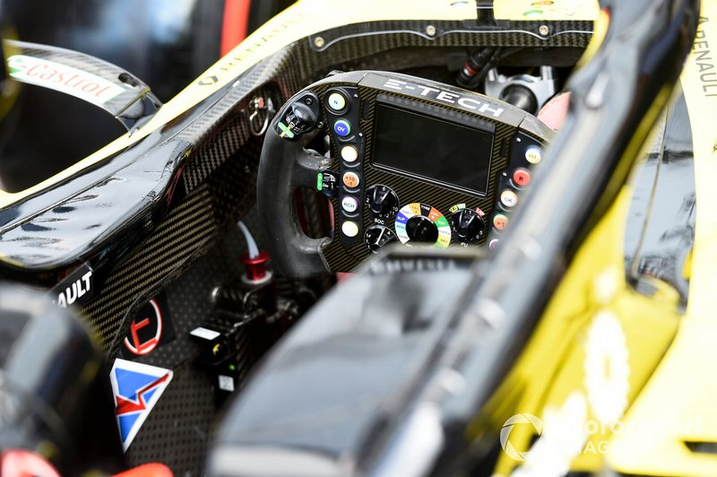 Renault R.S.19 cockpit and steering wheel