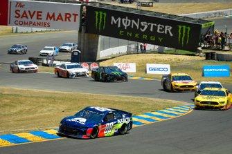 Alex Bowman, Hendrick Motorsports, Chevrolet Camaro Axalta, Michael McDowell, Front Row Motorsports, Ford Mustang Love's Travel Stops