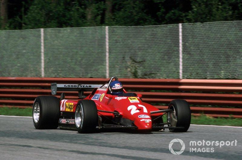 Тем временем Патрик Тамбэ пропорол заднее колесо Ferrari об обломки машин на стартовой прямой и выбыл из борьбы за победу, потеряв больше круга и откатившись далеко назад