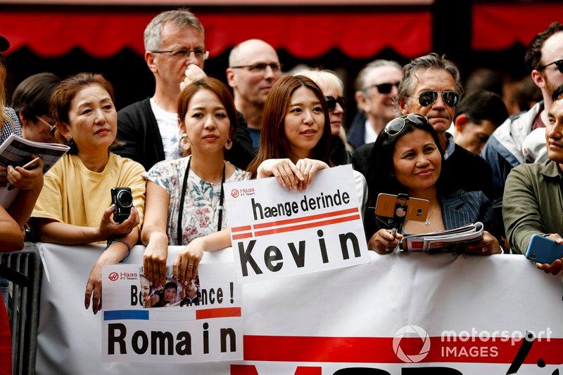 Fans of Kevin Magnussen, Haas F1 in the fan zone