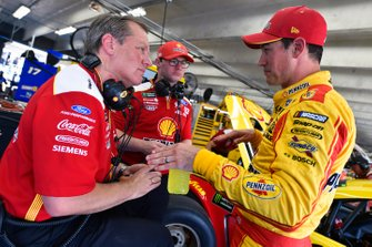 Todd Gordon and Joey Logano, Team Penske, Ford Mustang Shell Pennzoil