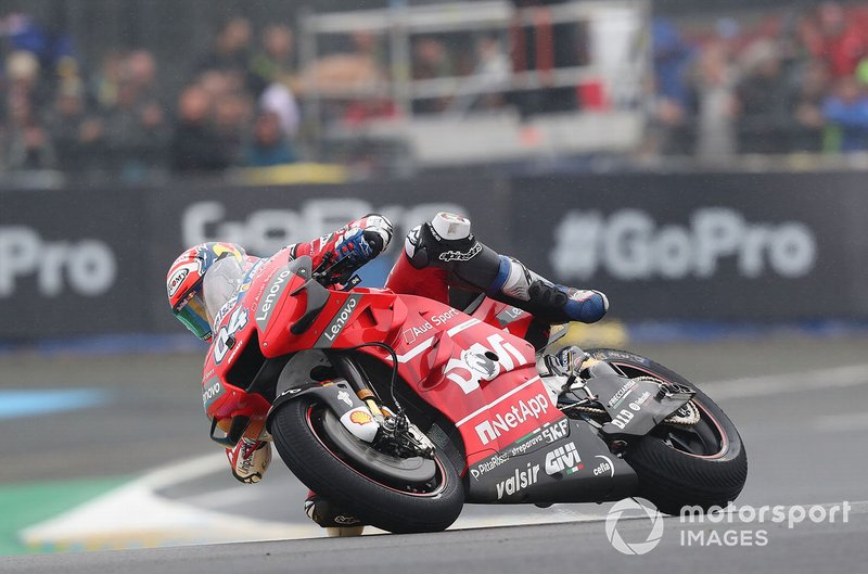 Andrea Dovizioso, Ducati Team almost crashing