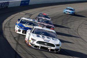Brad Keselowski, Team Penske, Ford Mustang Miller Lite and Chase Elliott, Hendrick Motorsports, Chevrolet Camaro NAPA AUTO PARTS