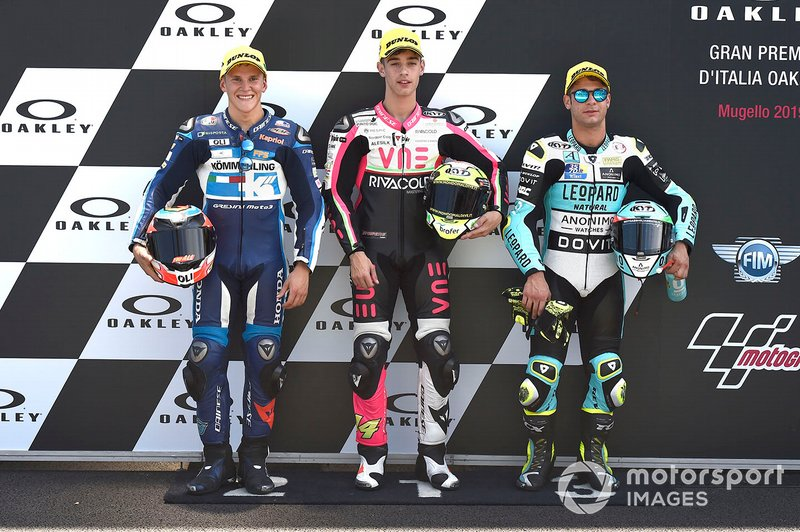 Il poleman Tony Arbolino, Team O, il secondo qualificato Gabriel Rodrigo, Gresini Racing, il terzo qualificato Lorenzo Dalla Porta, Leopard Racing