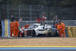 #88 Proton Competition Porsche 911 RSR: Thomas Preining, Dominique Bastien, Adrien De Leener, crash