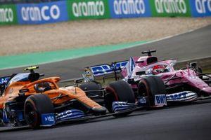 Lando Norris, McLaren MCL35, in battaglia con Sergio Perez, Racing Point RP20
