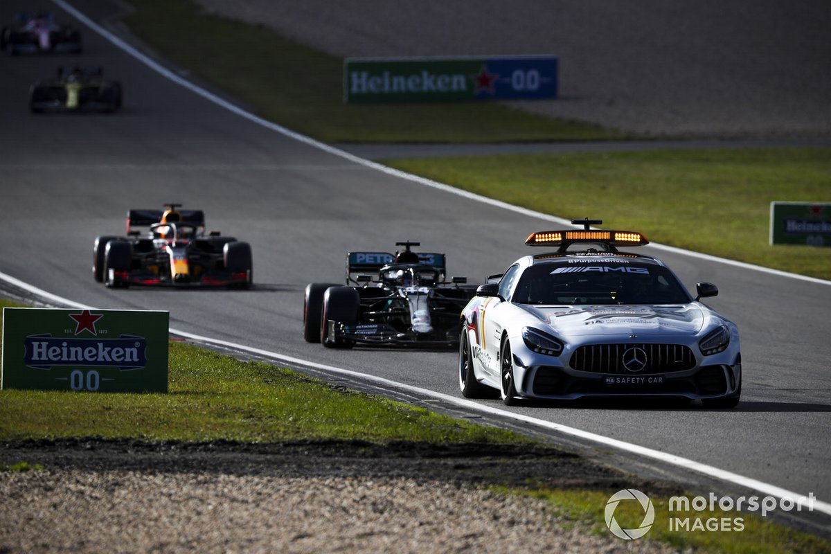 Safety Car Lewis Hamilton, Mercedes F1 W11, Max Verstappen, Red Bull Racing RB16