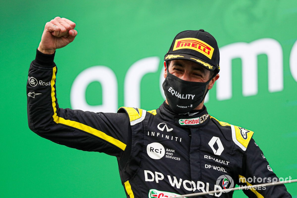 Daniel Ricciardo, Renault F1, 3rd position, om the podium