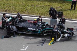 Valtteri Bottas, Mercedes F1 W11, on the grid