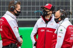 Antonio Giovinazzi, Alfa Romeo, and Frederic Vasseur, Team Principal, Alfa Romeo Racing, on the grid