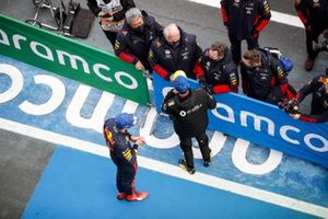 Max Verstappen, Red Bull Racing, 2nd position, and Daniel Ricciardo, Renault F1, 3rd position, in Parc Ferme with Masashi Yamamoto, General Manager, Honda Motorsport, Helmut Marko, Consultant, Red Bull Racing, and Christian Horner, Team Principal, Red Bull Racing