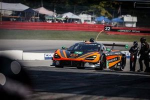 #76 Compass Racing McLaren 720S GT3, GT3: Corey Fergus, Paul Holton, pit stop