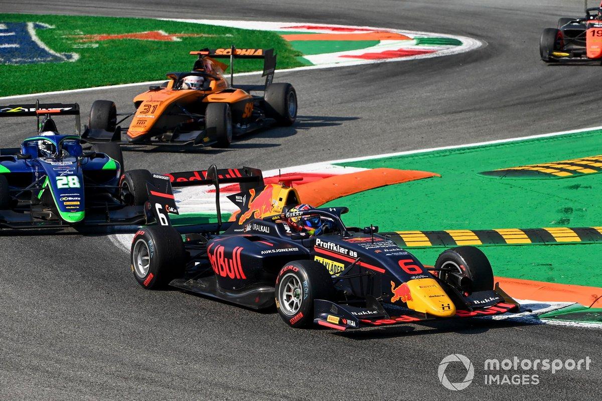 Dennis Hauger, Hitech Grand Prix y Cameron Das, Carlin