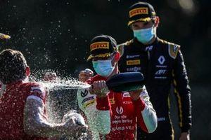 Le vainqueur Mick Schumacher, Prema Racing et Christian Lundgaard, ART Grand Prix sur le podium