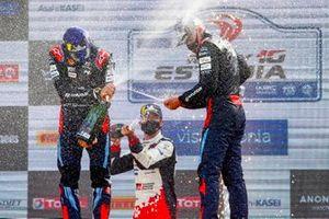 Podium: Ott Tänak, Martin Järveoja, Hyundai Motorsport, Sébastien Ogier, Toyota Gazoo Racing