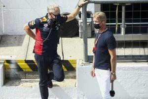 Jonathan Wheatley, Director de Equipo, Red Bull Racing, y el presentador David Coulthard