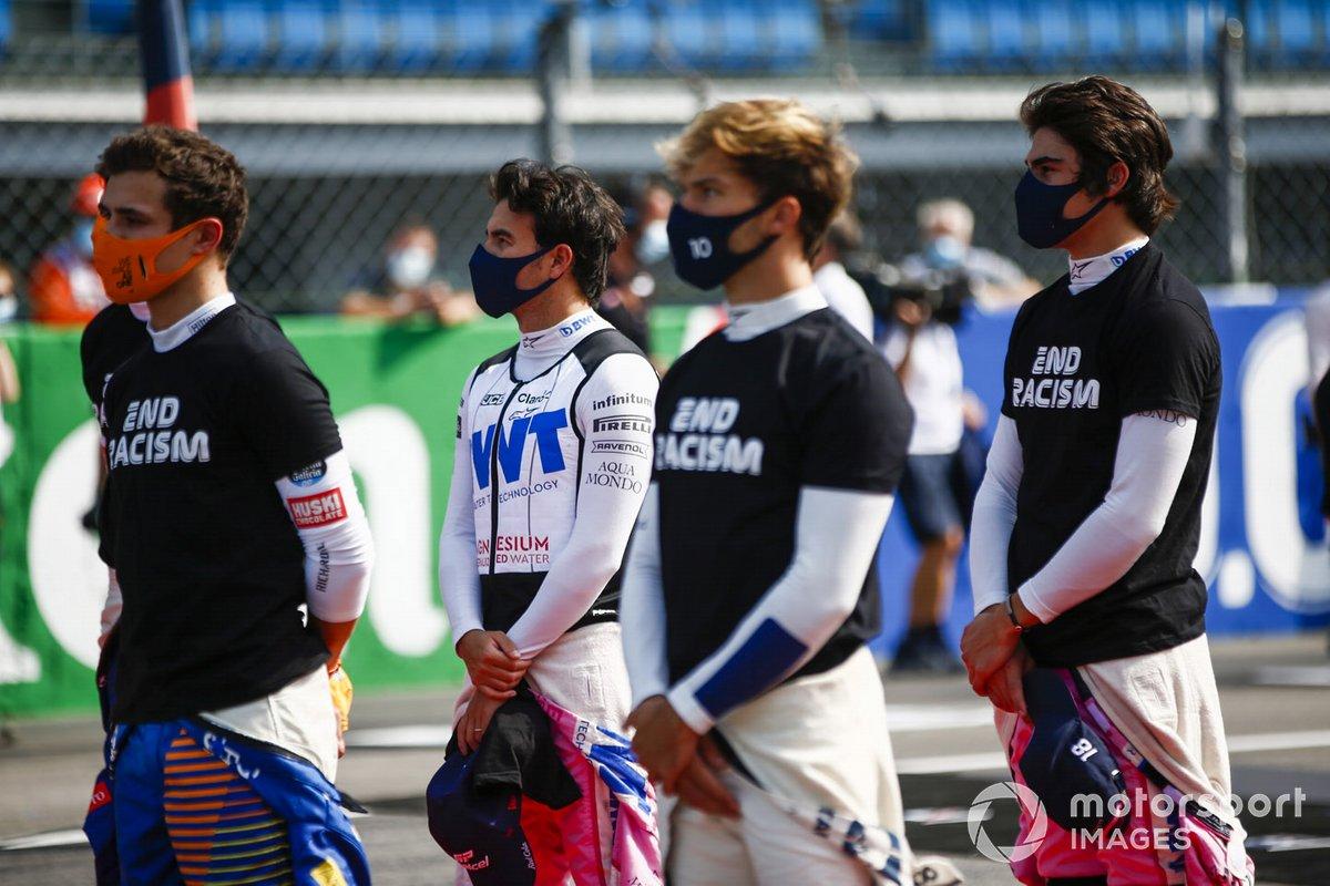 Lando Norris, McLaren, Sergio Pérez, Racing Point, Pierre Gasly, AlphaTauri, y Lance Stroll, Racing Point, en la parrilla antes de la salida