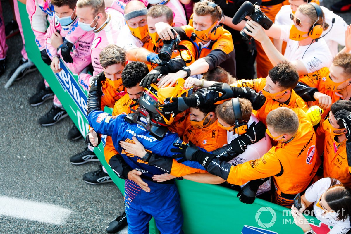 Carlos Sainz Jr., McLaren, 2nd position, celebrates with his team in Parc Ferme