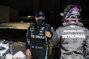 Valtteri Bottas, Mercedes-AMG F1, congratulates Lewis Hamilton, Mercedes-AMG F1, on securing pole