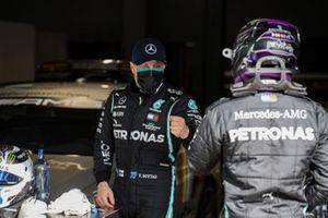 Valtteri Bottas, Mercedes-AMG F1, Ganador de la pole position Lewis Hamilton, Mercedes-AMG F1