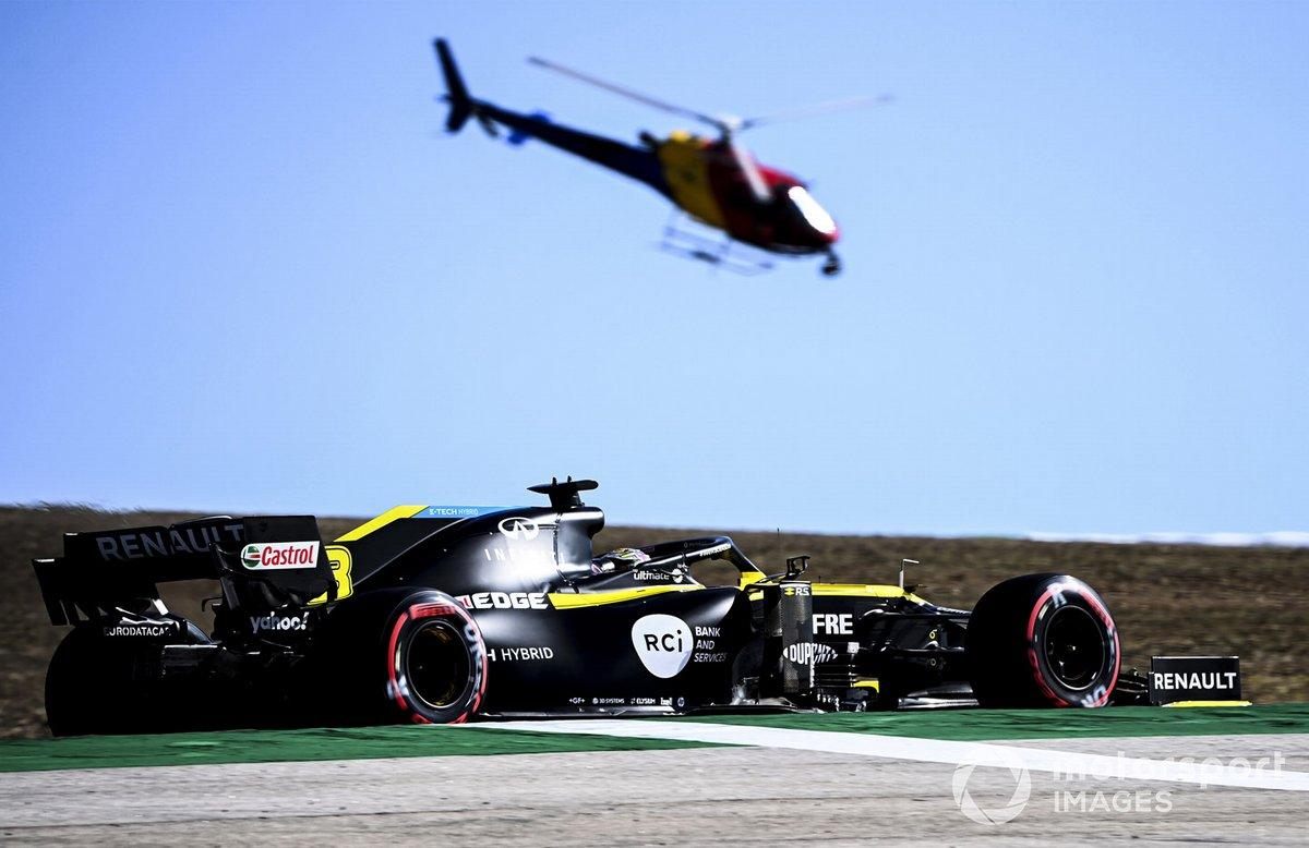 Daniel Ricciardo, Renault F1 Team R.S.20,e l'elicottero Airbus H125
