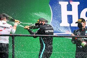 Peter Bonnington, Race Engineer, Mercedes AMG, Lewis Hamilton, Mercedes-AMG F1, 1st position, and Valtteri Bottas, Mercedes-AMG F1, 2nd position, spray Champagne on the podium