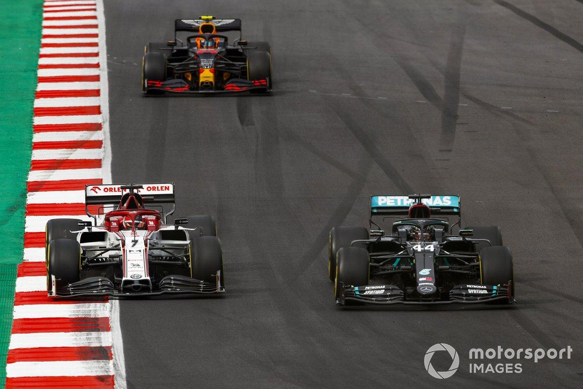 Lewis Hamilton, Mercedes F1 W11, Kimi Raikkonen, Alfa Romeo Racing C39, e Alex Albon, Red Bull Racing RB16