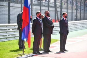 Dmitry Kozak and other dignitaries on the grid