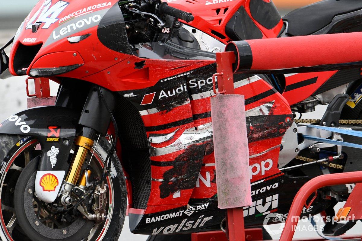 Moto di Andrea Dovizioso, Ducati Team, dopo la caduta