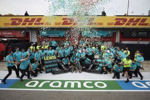 Race Winner Lewis Hamilton, Mercedes-AMG F1, second place Valtteri Bottas, Mercedes-AMG F1, Toto Wolff, Executive Director (Business), Mercedes AMG celebrates with the team the seventh constructors title