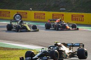 Daniel Ricciardo, Renault F1 Team R.S.20, battles with Alex Albon, Red Bull Racing RB16