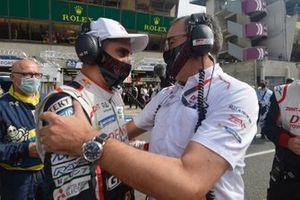 Winner Sebastien Buemi, with Rob Leupen, Toyota Gazoo Racing