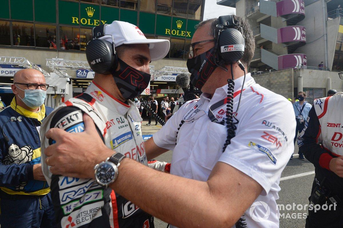 Ganador Sebastien Buemi, with Rob Leupen, Toyota Gazoo Racing