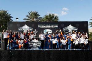 Campeón Scott Dixon, Chip Ganassi Racing Honda y el equipo