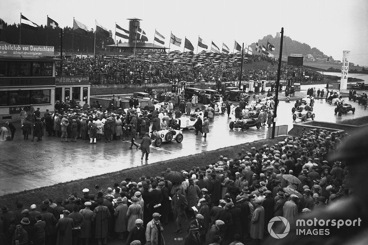Торжественное открытие трассы состоялось 18-19 июня 1927 года. В субботу свою гонку провели мотоциклисты, в воскресенье гонщики на автомобилях