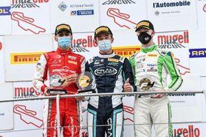 Il podio di Gara1: il vincitore della gara Andrea Rosso, Cram Motorsport Srl, secondo posto, Gabriel Bortoleto, Prema Powerteam, terzo posto, Ugran Filip-Ioan, Jenzer Motorsport