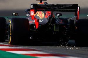 Max Verstappen, Red Bull Racing RB15, fait des étincelles
