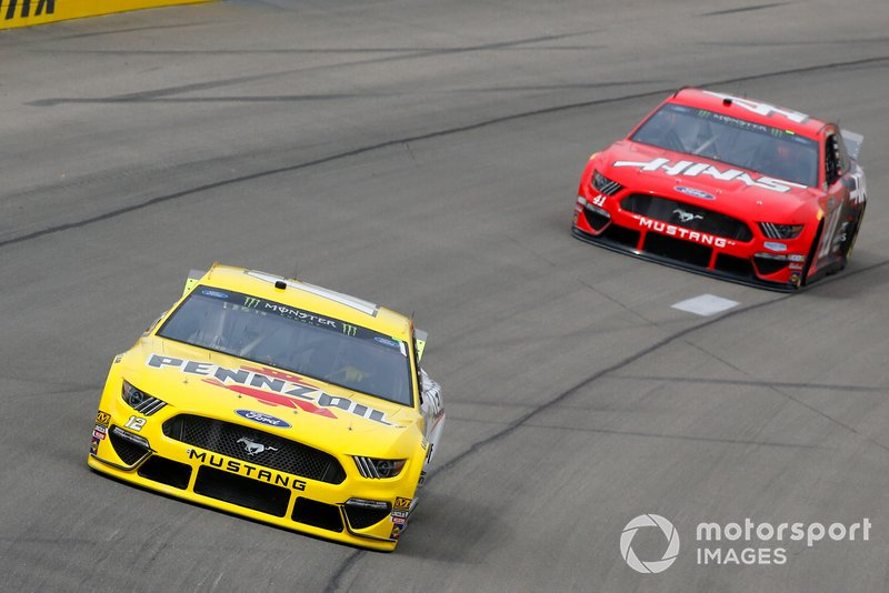 Joey Logano, Team Penske, Ford Mustang Pennzoil and Daniel Suarez, Stewart-Haas Racing, Ford Mustang Haas Automation