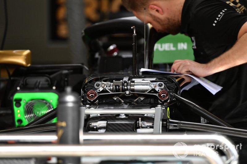 Haas F1 Team VF-19 front suspension