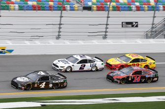 Joey Logano, Team Penske, Ford Mustang Shell Pennzoil, Kevin Harvick, Stewart-Haas Racing Ford