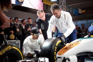 Lewis Hamilton, Mercedes-AMG Petronas Motorsport Pit stop challenge