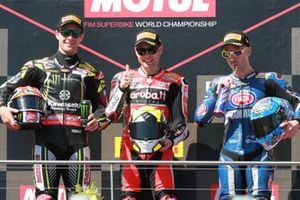 Il secondo classificato Jonathan Rea, Kawasaki Racing, il vincitore Alvaro Bautista, Aruba.it Racing-Ducati Team, il terzo classificato Marco Melandri, GRT Yamaha WorldSBK