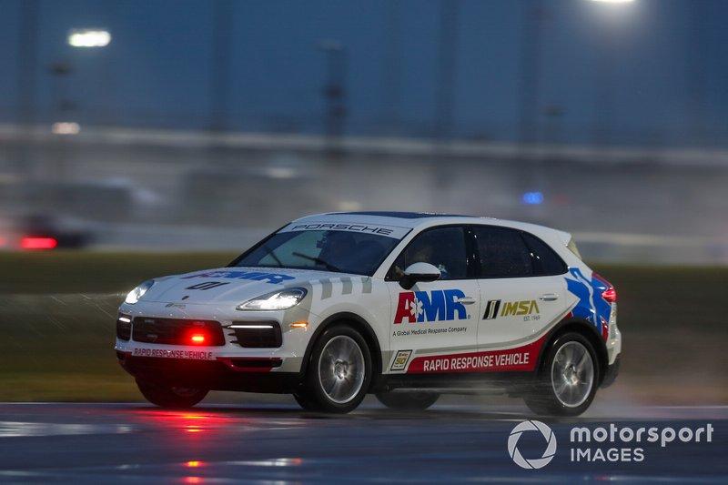 Автомобиль организаторов гонки