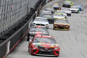 Kyle Busch, Joe Gibbs Racing, Toyota Camry Skittles, Clint Bowyer, Stewart-Haas Racing, Ford Mustang Haas Automation