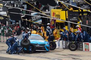Martin Truex Jr., Joe Gibbs Racing, Toyota Camry Auto Owners Insurance, makes a pit stop